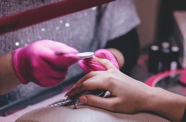 Por que é Importante Manter as Unhas Limpas?